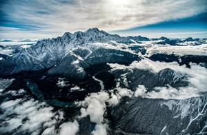 南迦巴瓦高清大图,刺向天空的长矛!天啊,这才是山峰