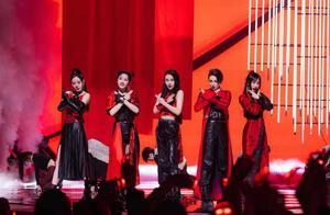 李菲儿和张馨予排练起冲突,两大美女为团而战,帅翻舞台太惊艳