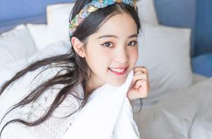 欧阳娜娜20岁生日音乐会,杨幂等众星送上祝福,有些网友说太草率