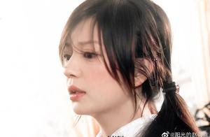 明星旧照曝光,刘亦菲清纯赵薇青涩,张卫健颜值超越当红小鲜肉