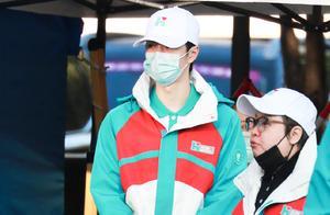 王一博做公益获盛赞,韩红亲自发文,称其仅睡5小时就起来工作