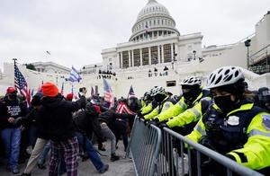 特朗普支持者冲入国会,华尔街精英齐声谴责,担心股市再次动荡
