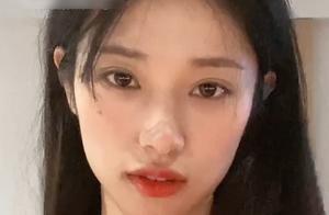段小薇晒视频,没了刘海港风气质十足,腹部线条却更加抢眼