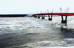 黑龙江黑河站开始涌现冰排