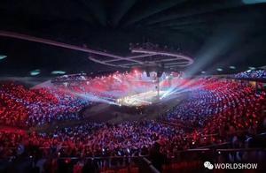"""R1SE首次演唱会""""炸裂""""舞台,舞美灯光打造神秘""""宗教""""仪式"""
