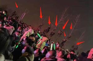 到泗县演出引发轰动,观众为看他爬树,潘长江似乎成了顶流