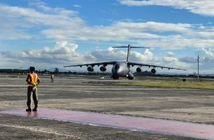 首批中国援助菲律宾新冠疫苗运抵马尼拉