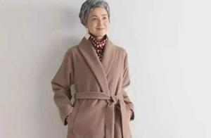 """60岁""""最美奶奶""""火遍全网,优雅气质又时尚,穿衣学她准没错"""