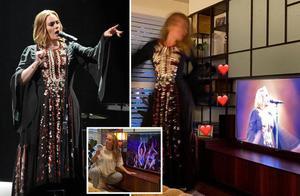 阿黛尔穿4年前旧衣展示减重90斤的成果,成了小瘦干,很美