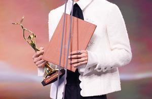 明星得知自己得奖的反应:王一博脸红,迪丽热巴这一举动被赞暖心