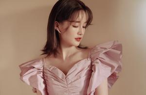组图-李沁最新活动大片刘海超减龄,香芋紫蝴蝶袖轻盈又可爱