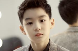 曹颖10岁儿子近照曝光,五官精致惊艳众人,被指撞脸王一博