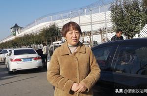 聊城辱母案于欢母亲出狱后首见儿子:他长高了,我叮嘱他勿担心家里