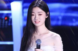 《中国好声音》:当单依纯遇上曹杨,人气王相逢,谁更有胜算