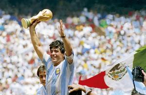 马拉多纳用10年封神,33图完整回顾球王的1976到1986