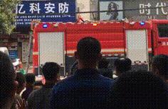 浓烟滚滚!漳浦一居民楼突发火情,玻璃都烧碎了