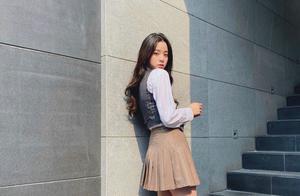 欧阳娜娜穿校园制服,扑面而来青春的气息,充满朝气,春天的感觉