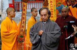 """蔡志忠少林寺剃度出家,为啥成为""""沙弥""""而不是""""比丘""""?"""