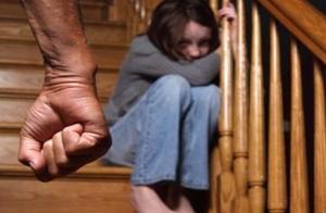 深圳12岁少女被母亲失手打死,原因是怀疑女儿偷了28元钱,获孩子爸爸谅解后,被判10年