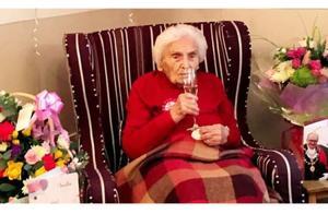 106岁老奶奶揭示了长寿的终极秘诀: 打光棍,离男人远点儿!