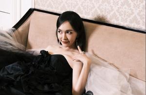 风尚红毯女星状态:唐嫣杨幂一黑一白似天鹅,娜扎戚薇巧妙互动
