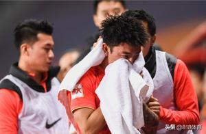 悲情!何超连续2年错过中超冠军,去年被租借苏宁,今年染红丢冠