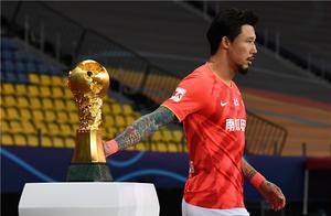 张琳芃赛前摸奖杯,丢冠后痛哭!球迷:在国足进乌龙球都没见你哭