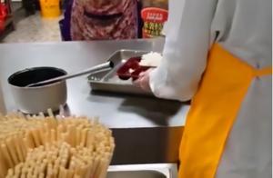 网友不干了!高校食堂藏起热菜只加咸菜,学校回复,网友反应激烈