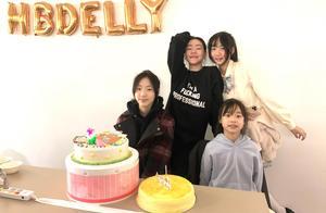 小S大女儿庆15岁生日,母女4人齐做鬼脸,女神为赢节操碎一地