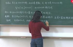 """学生晒大学美女教师板书,字迹规范严谨,堪比""""印刷体"""",羡慕"""