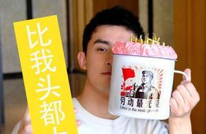 吴磊21岁生日晒自拍,杯子蛋糕比脸都大,创意十足