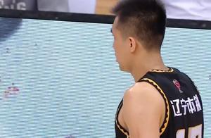 山东男篮送辽宁赛季首败!高诗岩准绝杀,他是山东男篮的战神