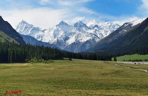 新疆伊犁夏塔景区,翻越夏特古道前方就是天山最高峰——托木尔峰