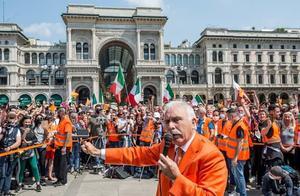意大利示威游行者要求政府立即解除全部封锁,高呼新冠病毒不存在