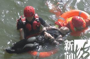 生死一线间!87岁阿婆坠江还不会游泳,靠一个动作坚持到了…
