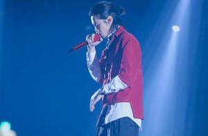 """吴亦凡写了一首""""非常孤独""""的歌,舞台首秀酷狗人气爆棚"""