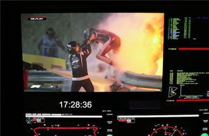 "F1惊魂一幕!发车碰撞起火爆燃,曾经被吐槽的""人字拖""立大功了"