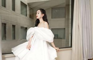 海陆登上国际时装周,压轴走秀一身白裙太惊艳,表情却太过哀怨