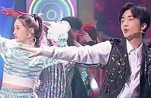 关晓彤《王牌》才艺展示,却被她身后的伴舞抢镜,粉丝直呼快出道
