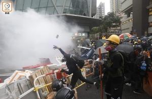 """港警:""""修例风波""""中已拘捕逾万人,涉暴动罪被控最多"""