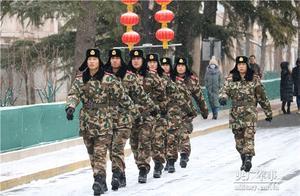 这才是最美雪景!首都武警官兵冒雪执勤训练