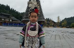 """短视频""""造星""""哪家强?全民小视频让5岁侗族女孩登上了跨年晚会"""