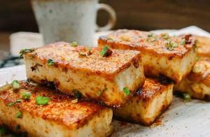 在家教你做简单的铁板豆腐,酸辣爽口,外焦里嫩,不错的居家美食