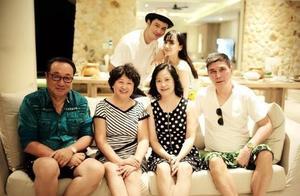 """从""""大秀恩爱""""到""""不送祝福"""",黄晓明和杨颖的婚姻,到底怎么了"""