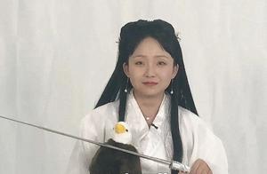 辣目洋子获肯定,拿到赵薇s卡,名字由来很另类,小龙女造型搞笑