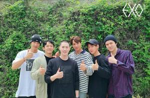 EXO金俊勉入伍现场,寸头阳光好man,5成员送别摸头温馨又可爱