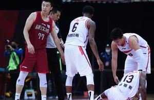 最后时刻,王骁辉绊倒广东威姆斯,北京队主力朱彦西为何在鼓掌?
