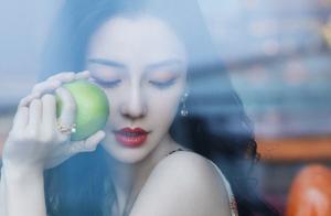 """名门泽佳:杨颖真不愧美丽""""冻""""人,一袭麦穗纹纱裙效果优雅温柔"""