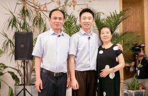 """杨迪下跪感谢父母,""""鼓励式教育""""有多重要"""