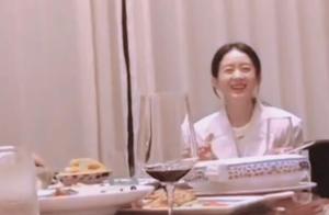 《幸福到万家》开机,赵丽颖和郑晓龙聚餐,徒手啃鸡爪聊得火热